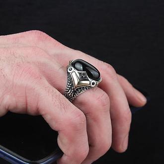 Серебряный перстень на большую руку с драгоценным камнем Оникс