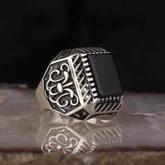 Винтажное кольцо  из серебра 925 пробы Камень черный Оникс