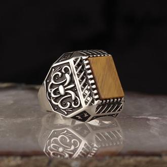 Камень нежно бежевого цвета, уникальное креативное кольцо