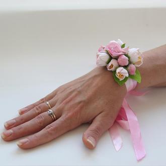 Бутоньерка на руку. Браслет подружки невесты. Цветочный браслет. Браслет для свидетельницы.