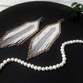 Cережки для нареченої, весільні сережки з китицями, бежевые серьги, серьги-кисточки, бисерные серьги