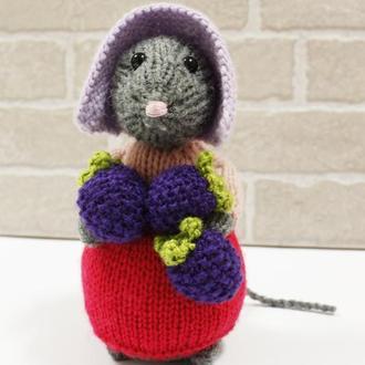 Мышка Бетти с ежевикой