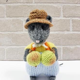 Мышка Чарли с яблоками
