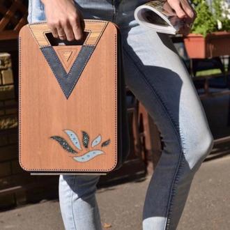 Женская сумка из кожи и дерева