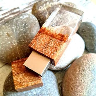 """USB-флэш-накопитель """"Пески времени"""", из африканской породы древесины Эбиара и эпоксидной смолы"""
