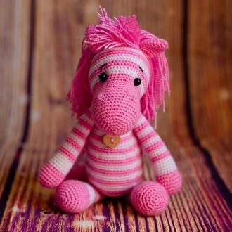 """Вязаная игрушка """"Полосатая лошадка розовая"""""""