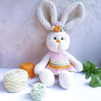 Игрушка мягкая Зайка с большими ушками. . Вязаная игрушка из плюшевой пряжи. Декоративная игрушка.