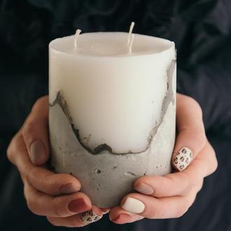 """Свеча на бетоне """"Целомудренный белый"""" / бетонная свеча"""