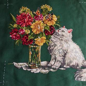 Вышивка крестом. Мулине. 10-04. Кот и ваза с цветами. Работа без рамки.