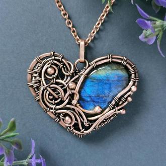 Медное украшение кулон сердце с синим лабрадором. Романтичный подарок женщине на медную свадьбу