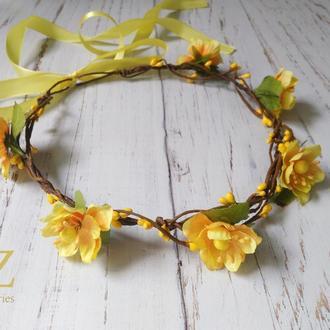 Желтый венок на голову с цветами
