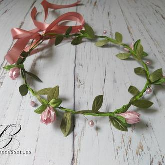 Нежный розовый венок на голову с цветами подснежники листики ручная работа