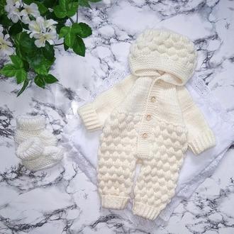 Вязаный комбинезон для новорождённого