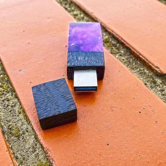 """USB-флэш-накопитель """"Черная дыра"""", из древесины черный дуб и эпоксидной смолы"""