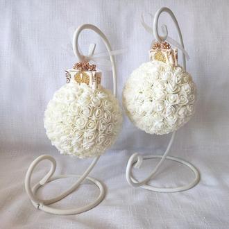 Шар из роз айвори с золотом декоративный эксклюзив