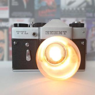 Настольная лампа из винтажного фотоаппарата ZENIT TTL