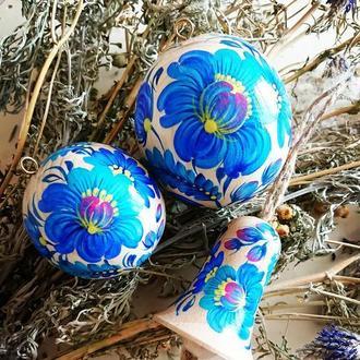 Новогодний набор - деревянные елочные шарики и деревянный колокольчик