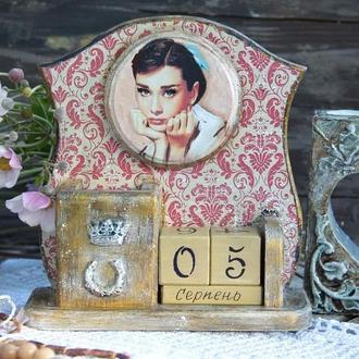 большой вечный календарь с Одри