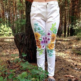 Белые джинсы с росписью