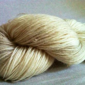 Пряжа в пасмах из овечьей шерсти белая молочная 100г