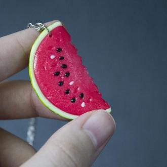 Кулон долька арбуза, летний ягодный кулон, арбузный кулон, кулончик арбуз из полимерной глины