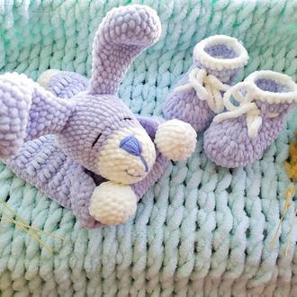 Комфортер для новорожденного.Набор дл новорожденного,пинетки и комфортер,комфортер из плюшевой пряжи