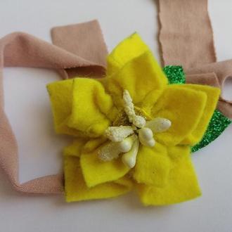 Повязка на голову желтая цветок