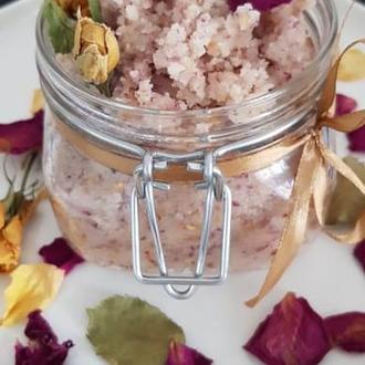 Питательный сахарный скраб для тела с чайной розой.