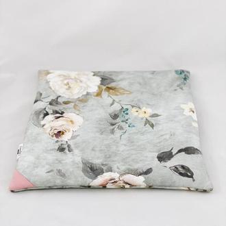 Подушка на стул. Мягкое сиденье. Розовые цветы на сером