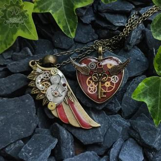Красный набор - парные кулоны крыло и сердце в стиле steampunk. Цена за 2! (последняя пара)