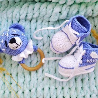 Погремушка и пинетки для новорожденного,пинетки кеды,погремушка мишка