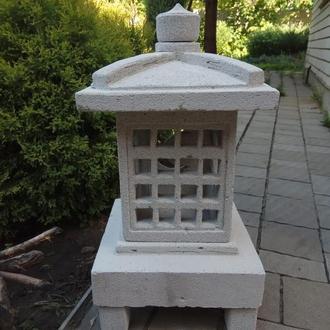японский каменный фонарь