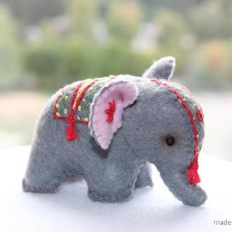 Слон сувенир на подарок, миниатюрная игрушка слоник из фетра