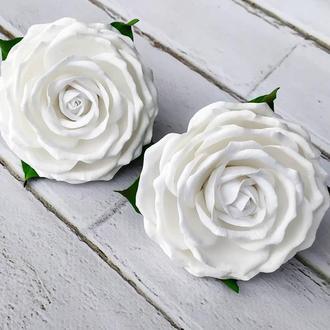 Белые розы на резиночках