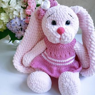 Зайчик девочка с длинными ушками. Вязаная игрушка из плюшевой пряжи.