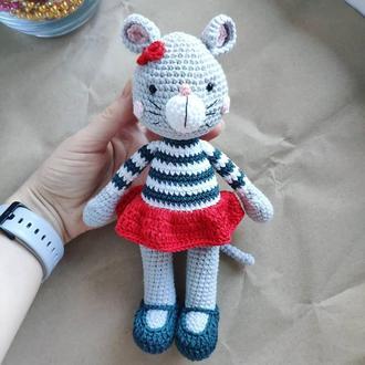 Игрушка  вязанная Мышка Диана  в красной юбочке