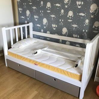 Кроватка детская из ольхи с ящиками