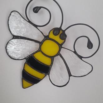 Витражная подвеска на окно «Маленькая пчёлка  »