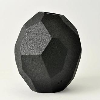 Абстрактная черная керамическая ваза ,высота - 16 см, арт.№60