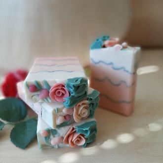 """Натуральное мыло """"Свежесрезанные розы"""""""