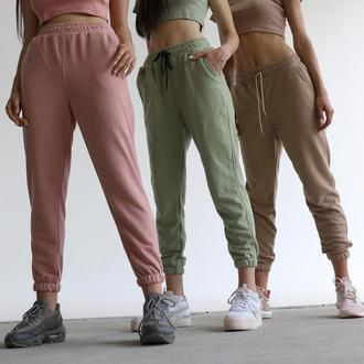 Спортивные штаны джоггеры трикотажные с высокой талией на резинке базовые разные цвета