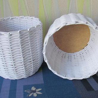 Плетеная белая корзинка