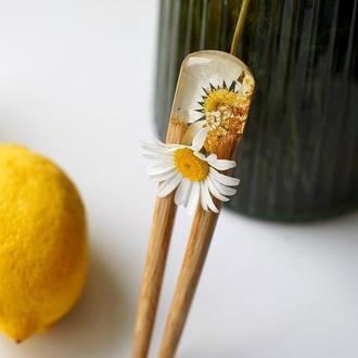 Шпилька для волос из дерева с ромашкой, Вилка из эпоксидной смолы, Для девушки подарок