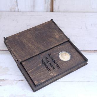 Подарок боссу.Подарок на юбилей или на день рождения. Сувенирная монета в дисплее и в коробочке.