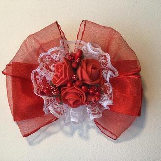 Заколка для волос «Пышный бант с красными розами»
