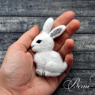 """Брошь """"Белый Кролик"""", Брошь шерстяная, белая брошь, Брошь заяц"""