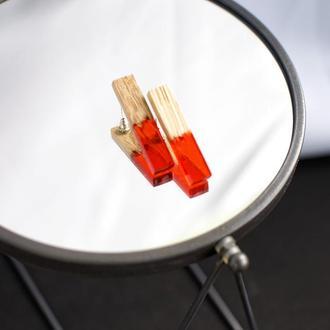 Серьги-гвоздики из дерева и ювелирной смолы, Красные стильные сережки, Деревянные аксессуары Подарок