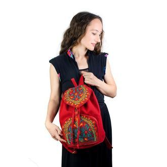 Красный тканевый рюкзак с вышивкой