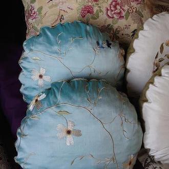 Шелковая подушка-думочка с вышивкой