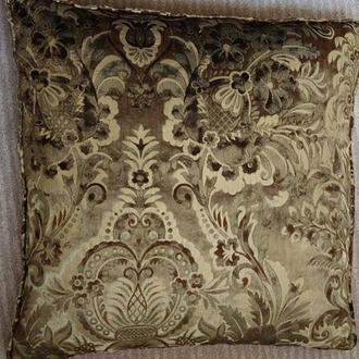 Подушка декоративная из тисненого бархата